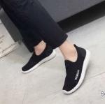 รองเท้าผ้าใบแฟชั่น สวยเก๋อินเทรนด์ แบบไร้เชือก วัสดุอย่างดี ผ้านิ่มกระชับเท้ฉลุระบายอากาศดี ทรงสวยเพรียวสไตล์แบรนด์ พื้นยางยืดหยุ่น ใส่สบาย ใส่เที่ยว ออกกำลังกาย แมทสวยเท่ห์ได้ทุกชุด (D088)