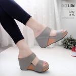 รองเท้าแฟชั่น ส้นเตารีด แบบสวม คาด 2 ตอน เรียบเก๋ดูดี รุ่นขายดี หนังนิ่ม พื้นนิ่ม ทรงสวยเก็บหน้าเท้า ส้นสูง 3.5 นิ้ว ใส่สบาย แมทสวยได้ทุกชุด (1146)