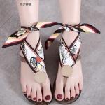 รองเท้าแตะแฟชั่น รัดข้อ งานนำเข้า summer collection สุดเก๋ รองเท้าเล่นน้ำสงกรานต์ หรือเที่ยวทะเล ต้องไม่พลาด ซิลิโคนยาง แบบใหม่ล่าสุด สไตล์ jelly shoes ซิลิโคนนิ่มแบบหูคีบผูกผ้าได้ตามสไตล์ พื้นยางกันลื่น ทนแดดทนฝน สวยแบบไม่กลัวเปียก สีดำ เทา แมทสวยได้ทุกช