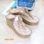 รองเท้าแฟชั่น ส้นเตารีด แบบหนีบ แต่งคลิสตัลสวยหรู พื้นบุลายโซฟา ใส่สบาย แมทสวยได้ทุกชุด (V2063)