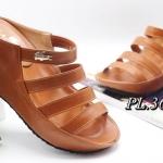 รองเท้าแฟชั่น ส้นเตารีด แบบสวม ดีไซน์หน้าเส้นเก็บหน้าเท้า แต่งอะไหล่จรเข้สวยเก๋ หนังนิ่ม ใส่สบาย แมทสวยได้ทุกชุด