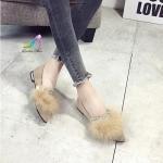 รองเท้าคัทชู ทรงหัวแหลม หนังสักหลาดแต่งอะไหล่ขนเฟอร์ คาดหินสี สวยหรูเก๋มาก ส้นเสริมงานเครือบสีทอง ใส่แมทง่ายมากๆ ใส่สบาย แมทสวยได้ทุกชุด