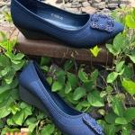 รองเท้าคัทชู ส้นเตารีด หนังพิมพ์ลาย แต่งอะไหล่หรู ส้นสูงประมาณ 2 นิ้ว ใส่สบาย แมทสวยได้ทุกชุด