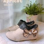 รองเท้าบูทสั้น ส้นเตารีด แต่งลายขอบลายสก๊อตและโบว์สวยน่ารัก สไตล์เกาหลี หนังนิ่ม เสริมส้นด้านในสูงประมาณ 2.5 นิ้ว ใส่สบาย แมทสวยได้ทุกชุด (555-257)