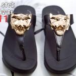 รองเท้าแตะแฟชั่น แบบหนีบ แต่งอะไหล่ทองหน้าเสือสวยเท่ห์ พื้นซอฟคอมฟอตนิ่มสไตล์ฟิตฟลอบ ใส่สบายมาก แมทสวยได้ทุกชุด (SU6532-61)