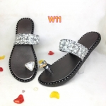 รองเท้าแตะแฟชั่น แบบสวมนิ้วโป้ง แต่งเพชร สายคาดกลิสเตอร์แต่งมุกสวยหรู วัสดุอย่างดี ใส่สบาย แมทสวยได้ทุกชุด