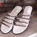 รองเท้าแตะแฟชั่น แบบสวม ดีไซน์หนังเส้นแต่งโซ่สวยเรียบเก๋สไตล์จีวองชี ใส่สบาย แมทสวยได้ทุกชุด