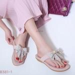 รองเท้าแตะแฟชั่น แบบหนีบ แต่งโบว์ประดับคลิสตัลสวยน่ารัก พื้นนิ่ม ใส่สบาย แมทสวยได้ทุกชุด (B381-1)