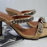 รองเท้าแฟชั่น ส้นสูง แบบสวม แต่งโซ่สไตล์จีวองชีสวยดูดี ทรงสวย ส้นสูงประมาณ 3 นิ้ว แมทสวยได้ทุกชุด (JAI 444-5)