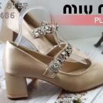 รองเท้าคัทชู ส้นเตี้ย สวยหรู ผ้าซาตินแต่งเพชรที่สายคาดหรูหราดูดีสไตล์แบรนด์มิวมิว ส้น ตัดสูงประมาณ 2 นิ้ว ใส่สบาย แมทสวยได้ทุกชุด (MU486)