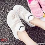 รองเท้าผ้าใบแฟชั่น แบบไร้เชือก สวยเรียบเก๋อินเทรนด์ วัสดุอย่างดี ผ้านิ่มกระชับเท้าแต่งตาข่ายระบายอากาศดี ทรงสวยสไตล์แบรนด์ พื้นยางยืดหยุ่น ใส่สบาย ใส่เที่ยว ออกกำลังกาย แมทสวยเท่ห์ได้ทุกชุด (E17)