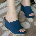 รองเท้าแฟชั่น ส้นเตารีด แบบสวม แต่งขอบสีทองที่ส้นเรียบหรู ทรงสวยเก็บหน้าเท้า หนังหนานุ่ม สวมใส่สบาย สูงประมาณ 3.5 นิ้ว แมทสวยได้ทุกชุด (c47-085)