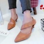 รองเท้าคัทชู ส้นเตี้ย ทรงหัวแหลม ดีไซน์สายคาดหน้าเท้าเก๋มาก แบบเมจิกเทป ใส่ง่าย ทรงสวย หนังนิ่ม สูง 2 นิ้ว ใส่สบาย แมทสวยได้ทุกชุด