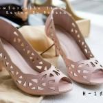รองเท้าคัทชู ส้นเตี้ย เปิดหน้า ฉลุลายสวยหวาน ส้นสูงประมาณ 2.5 นิ้ว หนังนิ่ม ทรงสวย ใส่สบาย แมทสวยได้ทุกชุด (H-1520)