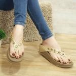 รองเท้าแตะแฟชั่น แบบหนีบ แต่งหมุดเหลี่ยมสวยหรู พื้นซอฟคอมฟอตนิ่มเพื่อสุขภาพ สไตล์ฟิตฟลอบ ใส่สบาย แมทสวยได้ทุกชุด (YT122)