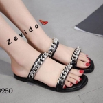 รองเท้าแตะแฟชั่น แบบสวม คาด 2 เส้น แต่งโซ่สวยเก๋สไตล์แบรนด์ ใส่สบาย แมทสวยได้ทุกชุด (17-9250)