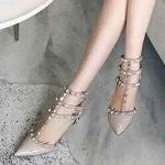 รองเท้าคัทชู ส้นสูง รัดข้อ 3 ชั้น หนังเงาแต่งหมุดสไตล์วาเลนติโนสวยหรู ทรงสวย หนังนิ่ม ส้นสูงประมาณ 3 นิ้ว ใส่สบาย แมทสวยได้ทุกชุด