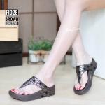 รองเท้าแตะแฟชั่น แบบหนีบ แต่งสไตล์อิซเซ่สวยเก๋ พื้นซอฟคอมฟอตนิ่มเพื่อสุขภาพ สไตล์ฟิตฟลอบ ใส่สบาย แมทสวยได้ทุกชุด (F1028)