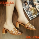 รองเท้าแฟชั่น ส้นสูง แบบสวม หน้า H ประดับมุกและหมุดสไตล์แอร์เมสสวยหรู ทรงสวย หนังนิ่ม ส้นสูงประมาณ 2.5 นิ้ว ใส่สบาย แมทสวยได้ทุกชุด (928-11)