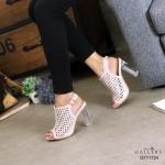 รองเท้าแฟชั่น ส้นสูง รัดส้น ทรงหุ้มหน้าเท้าฉลุลายสวยเก๋ ส้นในอินเทรนด์ ทรงสวย ส้นสูงประมาณ 4 นิ้ว ใส่สบายมาก แมทสวยได้ทุกชุด (G711724)