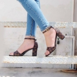 รองเท้าแฟชั่น ส้นสูง รัดข้อ แต่งลายตารางดาเมียร์สไตล์ LV สวยเก๋ หนังนิ่ม ทรงสวย ใส่สบาย ส้นสูงประมาณ 3 นิ้ว แมทสวยได้ทุกชุด