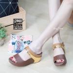 รองเท้าแฟชั่น ส้นเตารีด สวยเก๋ แบบสวม แต่งหนังเมทัลลิคไล่สีสวยลงตัว หนังนิ่มอย่างดี ส้นเตารีด เสริมหน้า เดินง่าย ใส่สบาย แมทสวยได้ทุกชุด ทุกโอกาส (L2860)