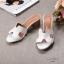 รองเท้าแฟชั่น ส้นสูง แบบสวม หน้า H สไตล์แอร์เมส ส้นลายไม้สวยเรียบหรู ทรงสวย หนังนิ่ม ใส่สบาย ส้นสูงประมาณ 2.5 นิ้ว แมทสวยได้ทุกชุด (H2201) thumbnail 1