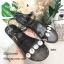 รองเท้าแตะแฟชั่น ยางซิลิโคนใสนิ่ม แต่งอะไหล่เพชรใหญ่สวยหรู งานตอกไม่หลุดง่าย สายรัดข้อตะขอเกี่ยวปรับได้ ใส่เดินในวันชิวๆ สวยและดูหรู สีดำ เงิน แมทสวยได้ทุกชุด *งานไม่มีกล่อง* (Mj036) thumbnail 2