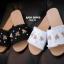 รองเท้าแตะแฟชั่น สไตล์กุชชี่ ผ้ายีนส์ ชายลุ่ย ติดอะไหล่ผึ้ง ประดับด้วยคริสตัล เม็ดเล็กๆ แบบสวยชนช็อป งานดี ทรงสวย ใส่สบาย แมทสวยได้ทุกชุด (7020-18) thumbnail 2