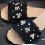 รองเท้าแตะแฟชั่น สไตล์กุชชี่ ผ้ายีนส์ ชายลุ่ย ติดอะไหล่ผึ้ง ประดับด้วยคริสตัล เม็ดเล็กๆ แบบสวยชนช็อป งานดี ทรงสวย ใส่สบาย แมทสวยได้ทุกชุด (7020-18) thumbnail 4