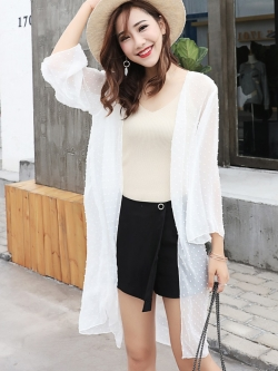 เสื้อคลุมแฟชั่น พร้อมส่ง : เสื้อคลุมสีขาวแต่งจุดสีสันสดใส แบบสวยมากจ้า