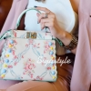 กระเป๋าสะพายแฟชั่น กระเป๋าสะพายข้างผู้หญิง Fendi หนังพิมพ์ลายดอกไม้ 10 นิ้ว [สีขาว]