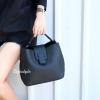กระเป๋าสะพายแฟชั่น กระเป๋าสะพายข้างผู้หญิง กระเป๋าทรงตัวยู (อะไหล่เงิน) [สีดำ]