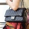 กระเป๋าสะพายแฟชั่น กระเป๋าสะพายข้างผู้หญิง Classic Caviar 10 Inch [สีดำ]