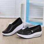 พร้อมส่ง รองเท้าผ้าใบเสริมส้นสีดำ ผ้าทอติดลายกลิตเตอร์วิ้งๆ แฟชั่นเกาหลี [สีดำ ]