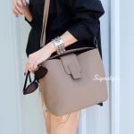 กระเป๋าสะพายแฟชั่น กระเป๋าสะพายข้างผู้หญิง กระเป๋าทรงตัวยู (อะไหล่เงิน) [สีกาแฟ]