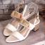 พร้อมส่ง รองเท้าส้นตันรัดส้นสีขาว สายคาดสองระดับ แต่งอะไหล่สีทอง แฟชั่นเกาหลี [สีขาว ]
