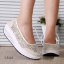 พร้อมส่ง รองเท้าผ้าใบเสริมส้นสีครีม ผ้าลูกไม้ พื้นสุขภาพ แฟชั่นเกาหลี [สีครีม ] thumbnail 2