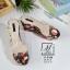 พร้อมส่ง รองเท้าส้นเตารีดลายดอกไม้สีดำ สไตล์วินเทจ สายคาดพลาสติกใส แฟชั่นเกาหลี [สีดำ ] thumbnail 4