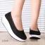 พร้อมส่ง รองเท้าผ้าใบเสริมส้นสีดำ ผ้าลูกไม้ พื้นสุขภาพ แฟชั่นเกาหลี [สีดำ ] thumbnail 2