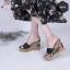 พร้อมส่ง รองเท้าส้นเตารีดเปิดส้น แต่งส้นถักทอลายดอก แฟชั่นเกาหลี [สีดำ ] thumbnail 2