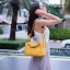 กระเป๋าสะพายแฟชั่น กระเป๋าสะพายข้างผู้หญิง Lindy 26 cm [สีเหลือง] thumbnail 4