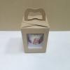กล่องคัพเค้ก 1 ชิ้น หูหิ้วแบบหน้าต่าง 2 ด้าน สีคราฟท์หน้าขาวหลังน้ำตาล 9x9x10ซม.กล่องคัพเค้กพร้อมฐานรองคัพเค้ก (ช่องใส่คัพเค้กกว้าง 6.4ซม.) 20ใบ/แพ็ค