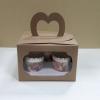 กล่องคัพเค้ก 3 ชิ้น หูหิ้ว สีคราฟท์น้ำตาล แบบหน้าต่าง 2 ด้าน 18x14x10ซม.กล่องคัพเค้กพร้อมฐานรองคัพเค้ก (ช่องใส่คัพเค้กกว้าง 6.4ซม.) 20ใบ/แพ็ค