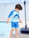 ชุดว่ายน้ำเด็กชาย ลาย My Treasure เสื้อแขน 3 ส่วน กางเกงขาสั้นสีฟ้า-น้ำเงิน (เอวกางเกงมีเชือกผูก ปรับได้) พร้อมหมวก
