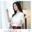 Preorder เสื้อทำงาน สีขาว คอวีแต่งมุกช่วงอก แขนระบาย thumbnail 3