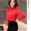 Preorder เสื้อทำงาน สีแดง คอตั้ง แขนแต่งระบายสวย จับจีบด้านหน้าสวยงาม thumbnail 6