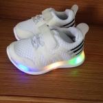 รองเท้า U Shoe สีขาว