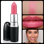 MAC Cremesheen Lipstick สี Pink Pearl Pop ขนาดจริง 3g. สีชมพู หวานๆ น่ารักมากๆ เนื้อลิปเกลี่ยง่าย ไม่เป็นคราบ กลบสีปากเดิมได้เป็นอย่างดี สีแน่นเข้มข้น ติดทน เนื้อลิปเนียนนุ่ม ทาได้เรียบ ไม่ตกร่อง ให้ความชุ่มชื่น ไม่ทำให้ริมฝีปากแห้ง เนื้อแน่น สีสวย ติดทนน