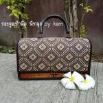 กระเป๋าถือ ทรงคุณนาย คาดผ้าไทย